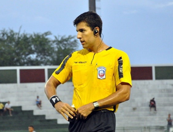 Árbitro Diego Pombo, eleito o mais bonito do Campeonato Baiano 2011