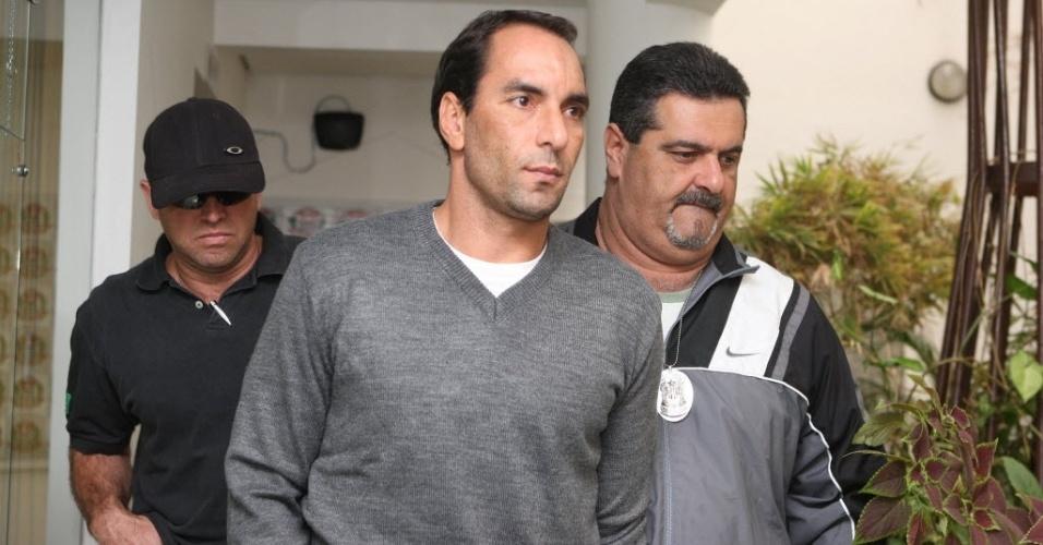Edmundo é encaminhado para cela onde vai ficar enquanto aguarda a transferência para o Rio de Janeiro (16/06/2011)