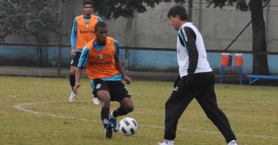 Fernando marca Renato Gaúcho em treinamento do Grêmio (17/06/2011)