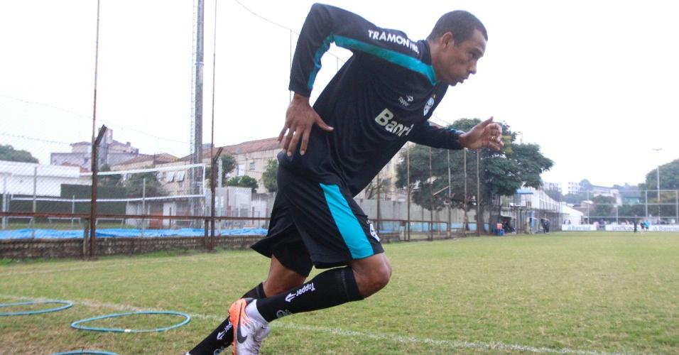 Gilberto Silva treina parte física no Olímpico, antes de estreia pelo Grêmio (17/06/2011)
