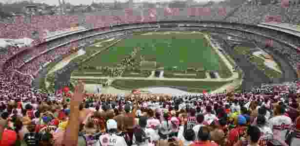 Torcida do São Paulo faz a festa no estádio, que não acolhe mais os rivais - Almeida Rocha/Folha Imagem