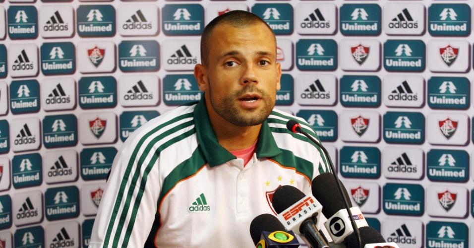Diego Cavalieri concede entrevista coletiva após treinamento desta segunda-feira (20/06/11)