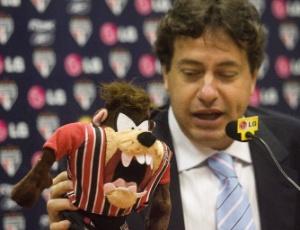 Julio Casares, vice de marketing do São Paulo, alfinetou o estádio do Corinthians no Twitter