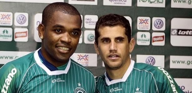 Volante Alan Bahia (e) e lateral esquerdo Andrezinho são apresentados no Goiás (20/06/2011)