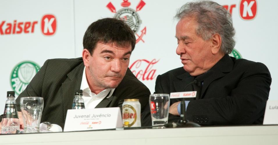 Andrés Sanchez (à esquerda) e Juvenal Juvêncio conversam em reunião