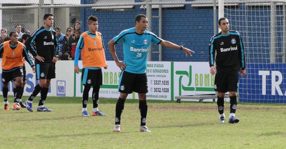 Volante Gilberto Silva participa do primeiro recreativo no Grêmio (22/06/2011)