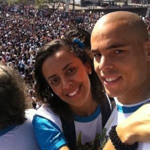 Goleiro do Corinthians e sua mulher Simone participam da Marcha para Jesus em São Paulo (23/06/11)