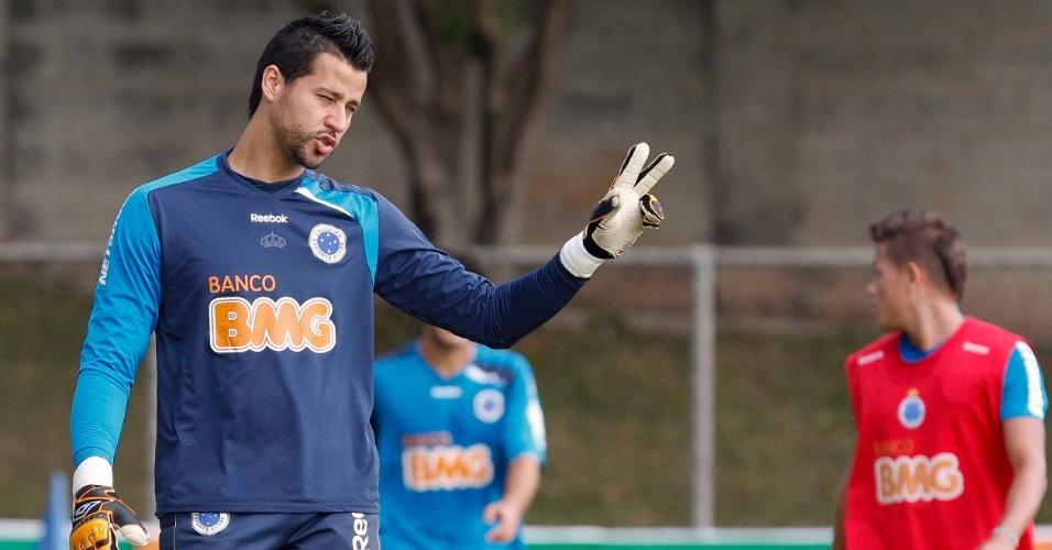 Goleiro Fábio durante treino do Cruzeiro na Toca da Raposa II (23/6/2011)