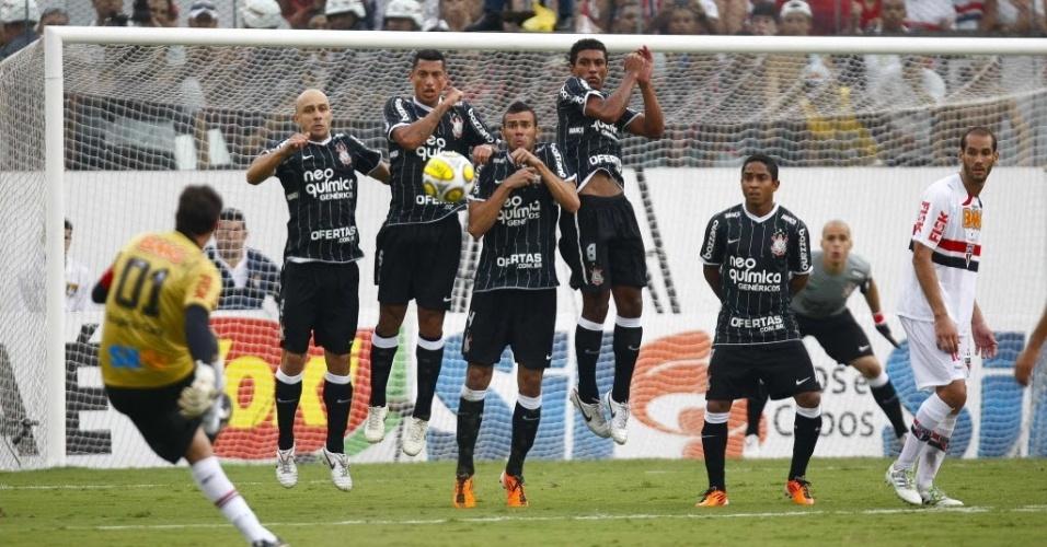 Rogério Ceni marca contra o Corinthians seu centésimo gol na carreira
