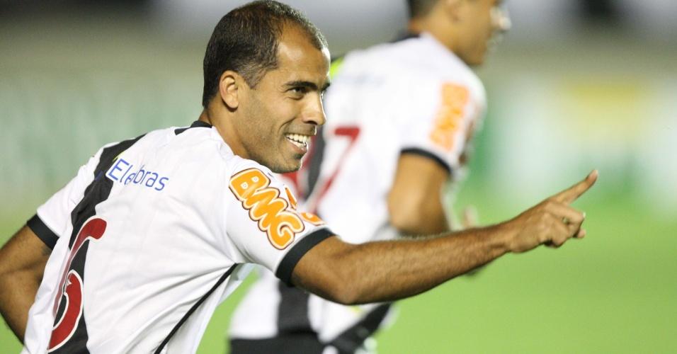 Felipe comemora o gol do Vasco contra o Atlético-GO (26/06/2011)