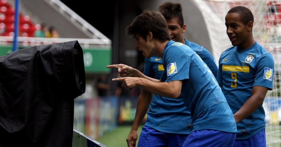 Lucas Piazon comemora gol do Brasil no Mundial Sub-17 (26/06/2011)