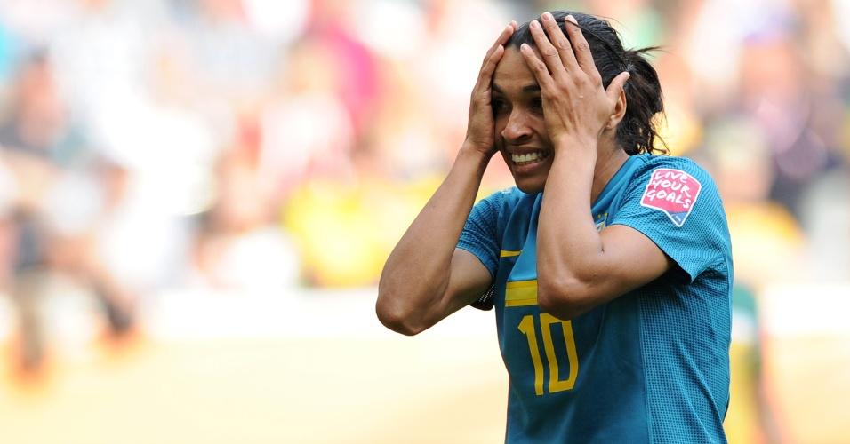 Marta se lamenta na partida entre Brasil e Austrália no Mundial feminino