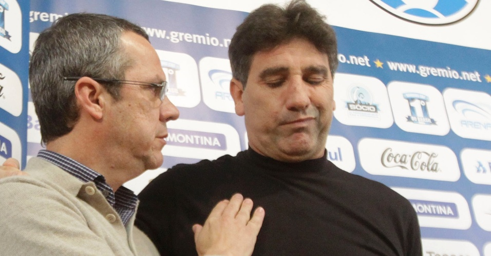 Antônio Vicente Martins cumprimenta Renato Gaúcho em saída do técnico (30/06/2011)