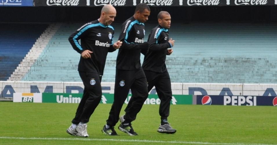 Gilberto Silva (c) é a principal novidade esperada no time do Grêmio (01/07/2011)