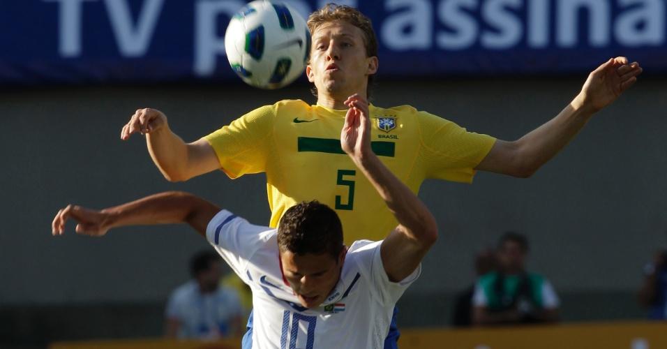 Lucas, volante da seleção brasileira, em amistoso contra a Holanda