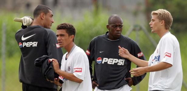 Regis Pitbull durante treino do Corinthians no Parque Ecológico do Tietê em 2004