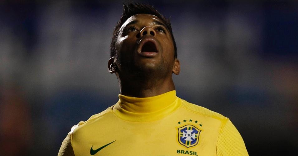 Robinho, atacante do Brasil, durante amistoso contra a Romênia