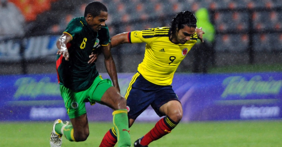 Colombiano Falcao Garcia (d) em amistoso contra o Senegal