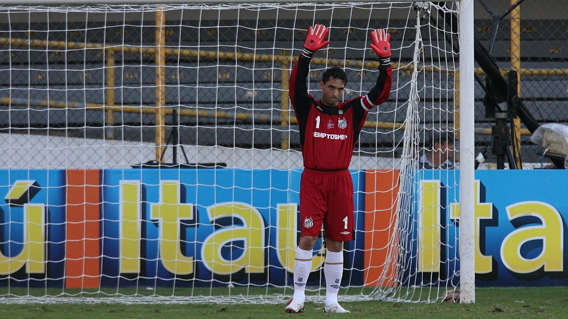 Fabio Costa pede desculpa pela falha no gol corintiano contra o Santos, no Brasileirão de 2007