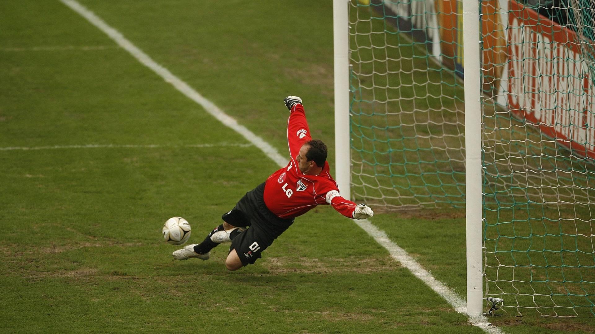 Rogério Ceni comete falha no primeiro gol do Palmeiras em partida válida pelo Campeonato Paulista, em 2008