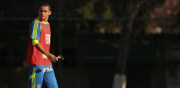 Wellington Paulista é fotografado em treino do Palmeiras; jogador foi liberado pelo time - Ricardo Nogueira/Folhapress