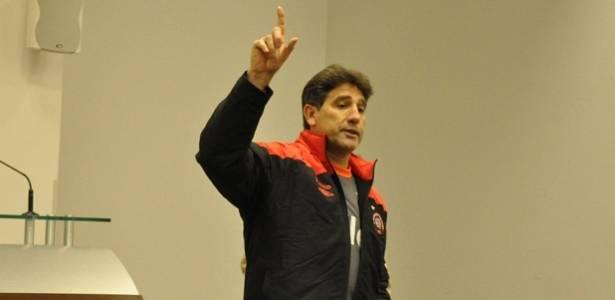 Renato Gaúcho fala, no seu primeiro encontro com os jogadores do Atlético