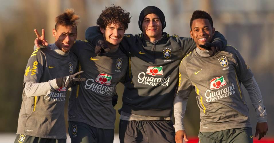 Neymar, Alexandre Pato, Ganso e Robinho posam para foto na Argentina (30/06/2011)