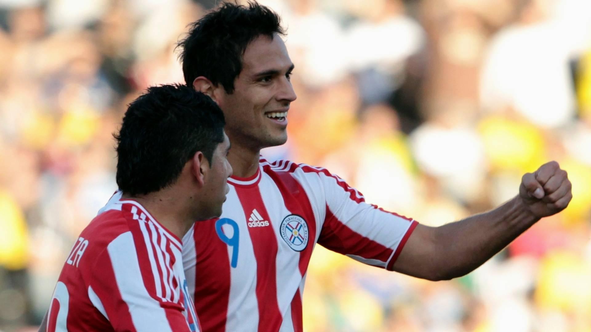 Roque Santa Cruz comemora após marcar para o Paraguai contra o Brasil (09/07/11)