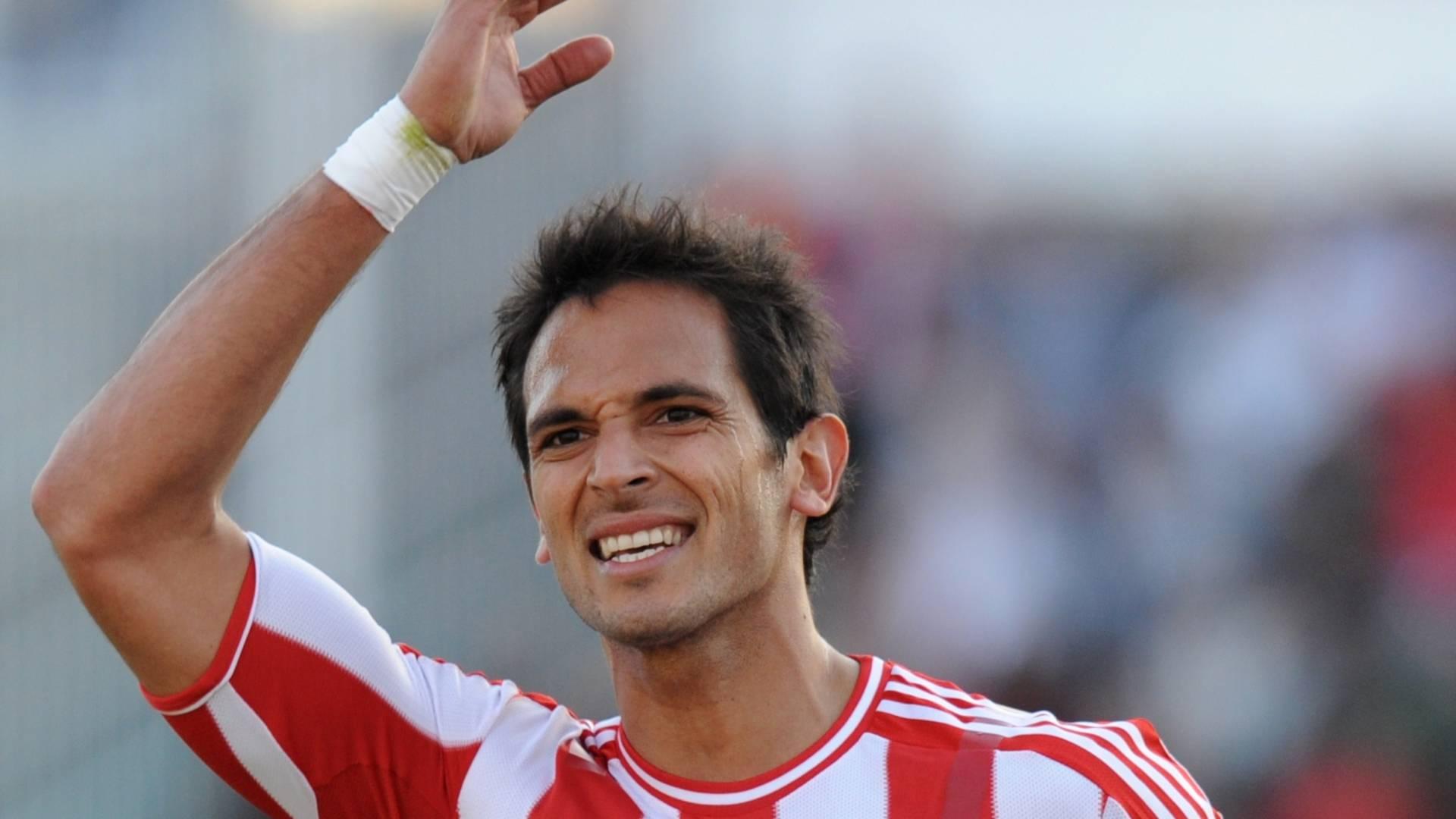 Roque Santa Cruz comemora o gol de empate do Paraguai contra o Brasil (09/07/2011)