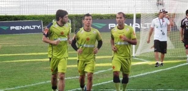 Juninho Pernambucano, Bernardo e Felipe correm em São Januário (11/07/2011)