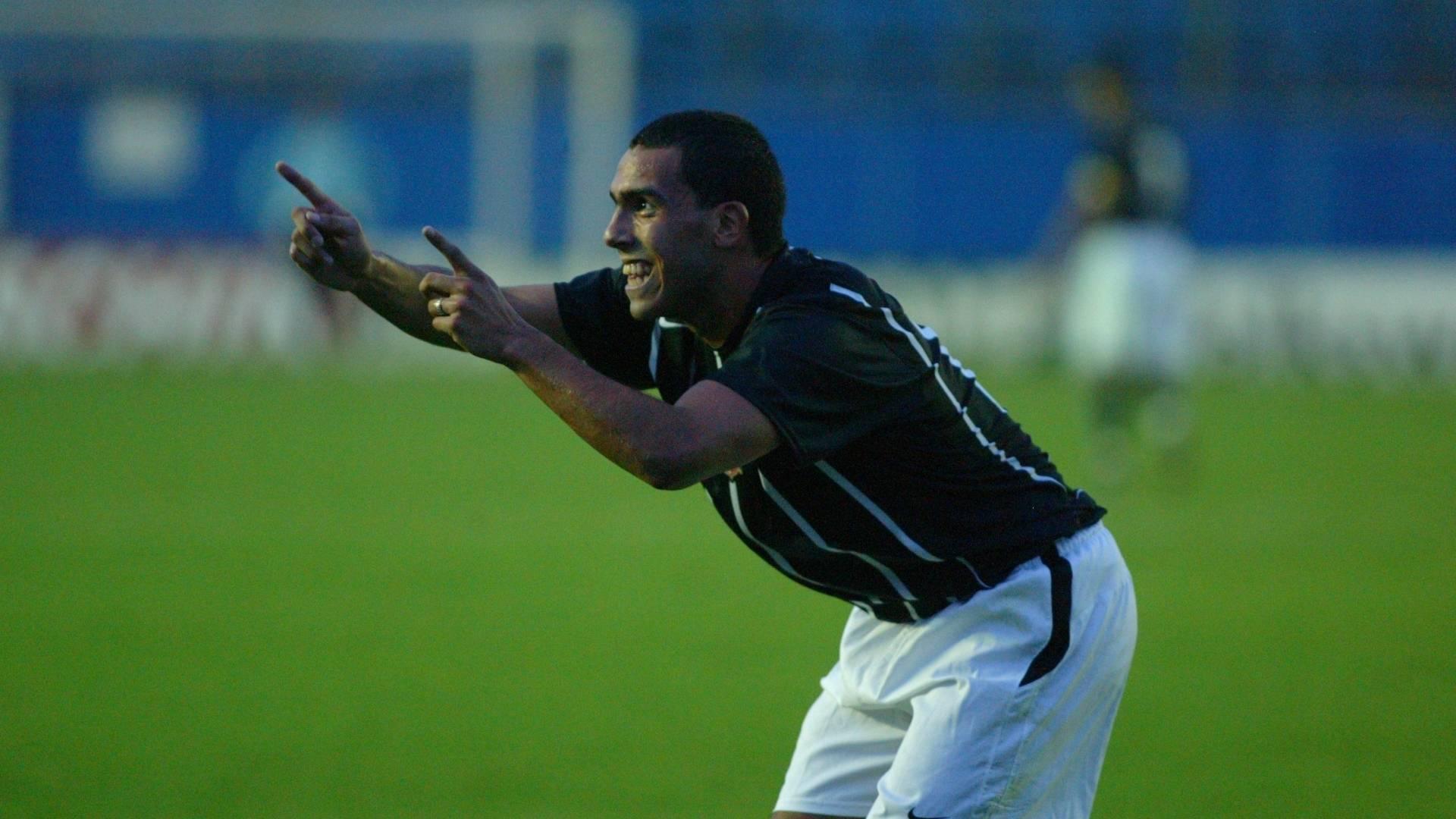 Carlitos dança cumbia em comemoração de gol diante do Santo André