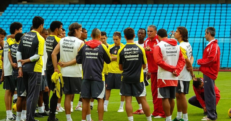 Grupo de jogadores do Inter na Bombonera antes da partida contra o Boca Juniors pela Sul-Americana (05/11/2008)