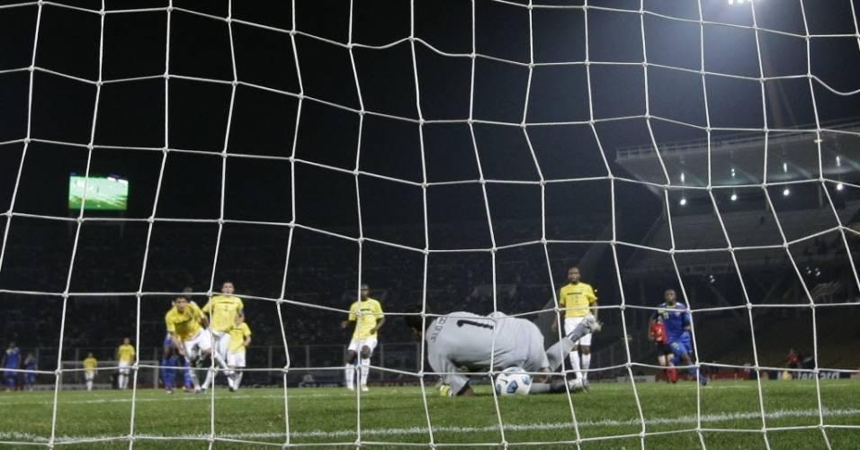 Julio Cesar falha no primeiro gol do equador em jogo pela seleção brasileira na Copa América