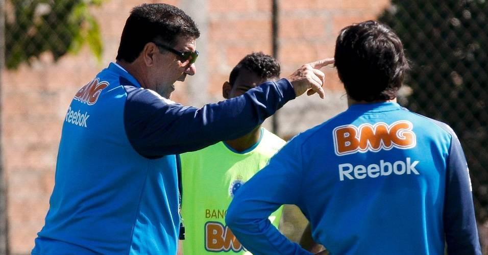 Joel Santana comanda treino do Cruzeiro na Toca da Raposa II (14/7/2011)