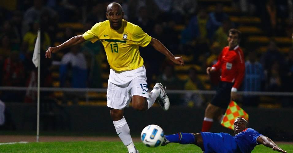 Maicon foi um dos destaques na vitória sobre o Equador e ganhou a vaga de Daniel Alves