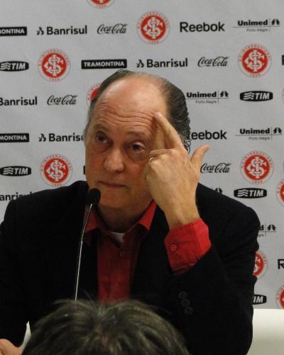 Ex-técnico do Internacional, Paulo Roberto Falcão, na entrevista coletiva de saída do clube (18/07/2011)