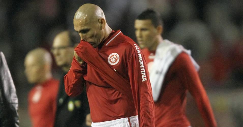 Guiñazu sai de campo após derrota do Inter para o São Paulo: 3 a 0 (17/07/11)