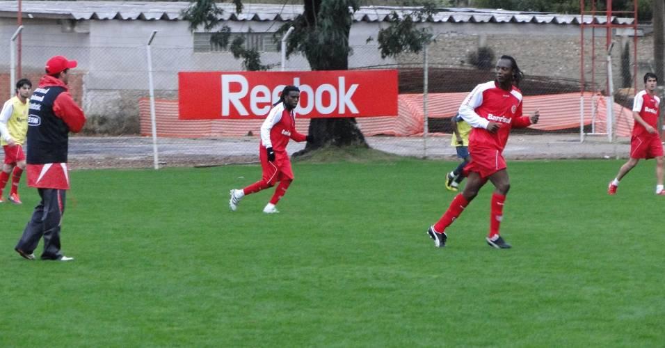 Osmar Loss, Tinga e Andrezinho no treino do Inter nesta segunda-feira no Beira-Rio (18/07/2011)
