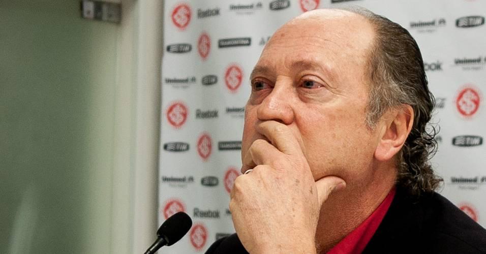 Paulo Roberto Falcão é demitido do cargo de técnico do Inter (18/07/2011)