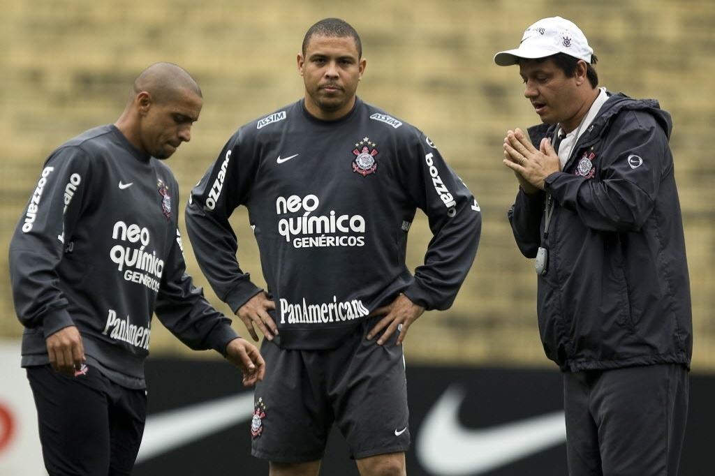 Roberto Carlos, Ronaldo e Adilson Batista no Corinthians
