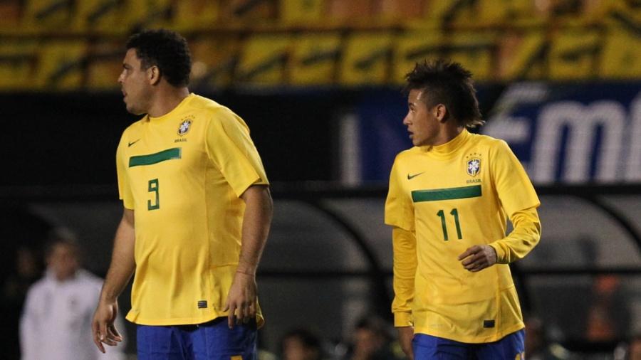 Ronaldo e Neymar autaram juntos na despedida do Fenômeno da seleção - Ricardo Nogueira/Folhapress