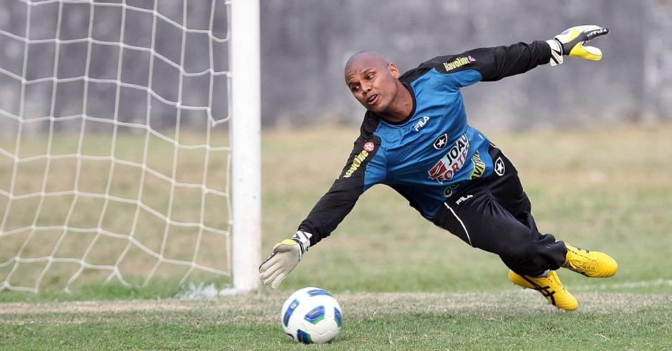 Jefferson faz uma defesa durante o treino do Botafogo (19/07/2011)