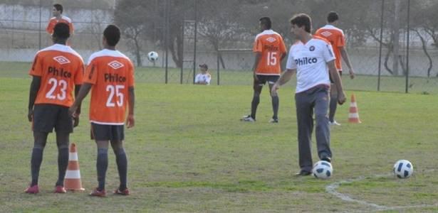 Técnico Renato Gaúcho em treinamento no Atlético-PR