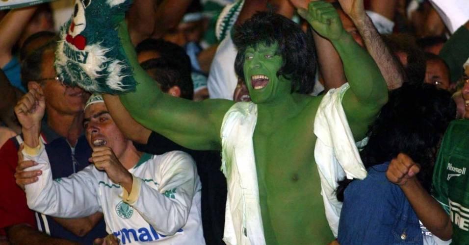 Hulk palmeirense marca presença em Pernambuco durante jogo contra o Sport pela Série B de 2003
