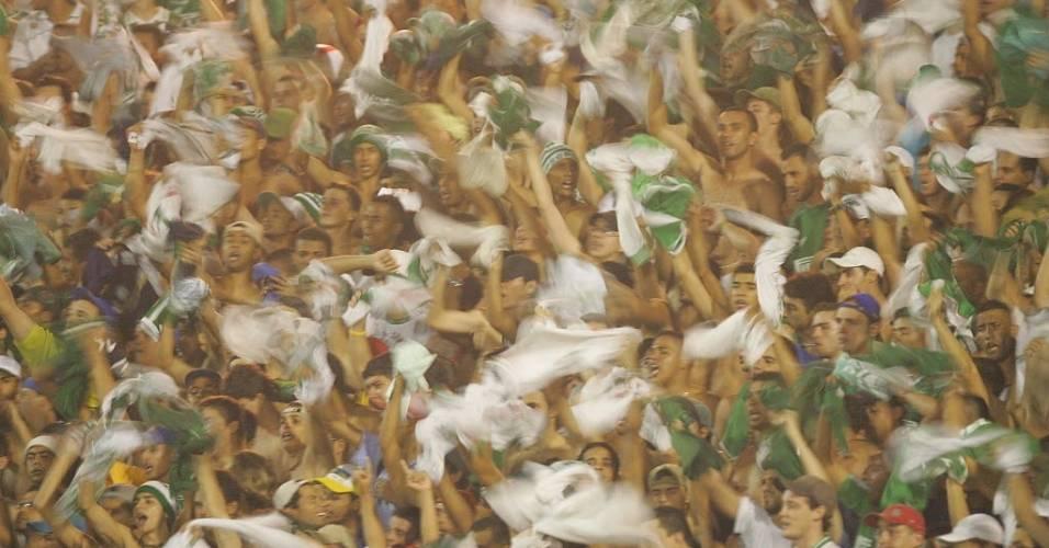 Palmeirenses fazem festa no Parque Antarctica durante jogo contra o São Paulo na Libertadores de 2005