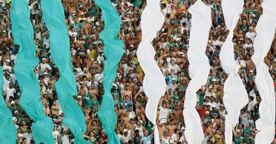 Torcida do Palmeiras faz a festa no Morumbi durante o Brasileirão de 2007