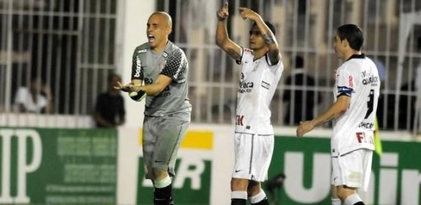 Julio Cesar sofre luxação no dedo no jogo do Corinthians contra o Botafogo (20/07/2011)