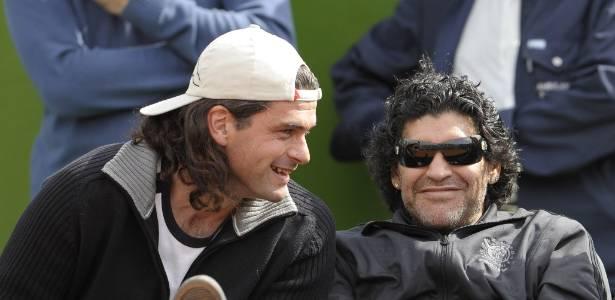 Maradona o acusou de uso indevido de imagem e de falsificar sua assinatura.  Mancuso argumentou que as queixas eram infundadas 8a5392ee16c96