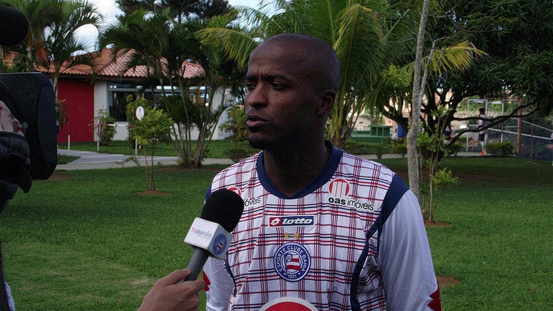 Reinaldo já desceu para o campo do Fazendão e treinou com o restante do grupo do Bahia (21/07/2011)