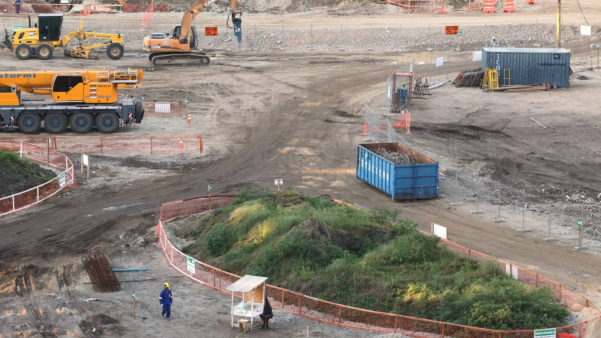 Área do campo do estádio do Maracanã durante as obras para a Copa de 2014 (26/07/2011)